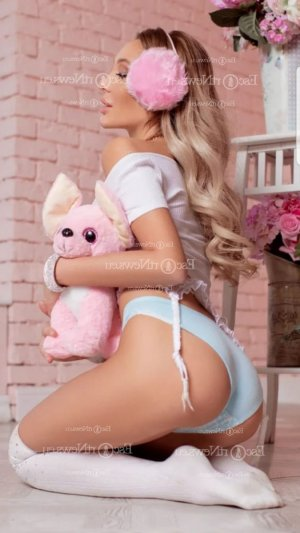 Marie-amandine happy ending massage
